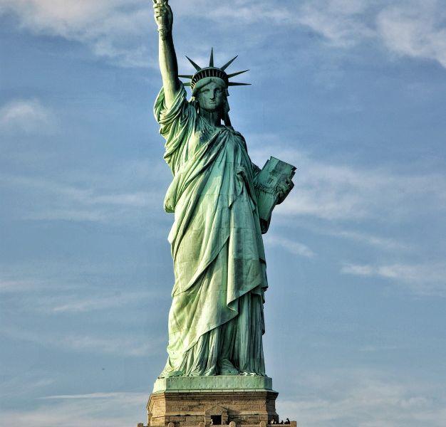 statue-liberty_16562-4